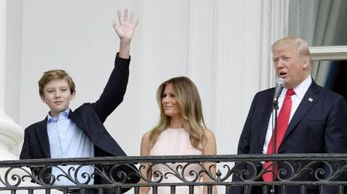Quý tử đẹp trai, khí chất Barron Trump và sở trường chơi thể thao 'cực đỉnh'