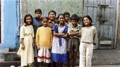 Những đứa trẻ ở khu phố đèn đỏ lớn nhất Châu Á: Sống như một 'cái bóng', tương lai mù mịt