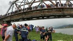 Nam tài xế dũng cảm lao xuống sông cứu cô gái bị ngã, cả 2 người cùng tử vong