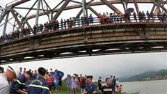 Nhảy xuống sông cứu người, lái xe tải và nạn nhân cùng bị đuối nước thương tâm