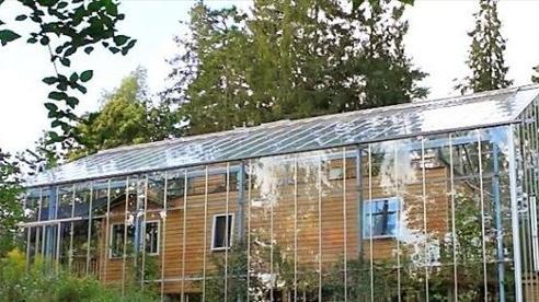 Độc đáo 'ngôi nhà thiên nhiên' vừa giữ ấm lại có rau củ hữu cơ quanh năm