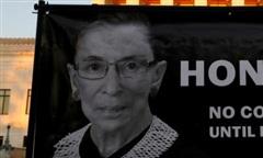 Thẩm phán toà tối cao Mỹ qua đời thổi bùng tranh cãi chính trị