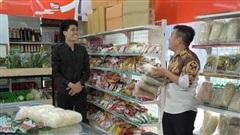 Sitcom Khu dân cư rắc rối: Chuyện an toàn thực phẩm khiến các bà nội chợ 'sốt xình xịch'