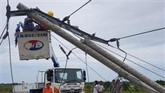 Điện lực Thừa Thiên Huế lên tiếng về hơn 400 cột điện gãy, đổ trong bão