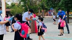 Những việc cần làm khi trẻ sốt, ho, khó thở tại trường học