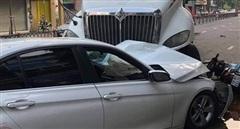 Xe đầu kéo mất lái đâm hàng loạt xe ô tô, xe máy