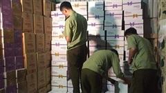 Đột kích kho hàng hơn 38.000 chai sữa chua uống không rõ nguồn gốc ở 'thủ phủ' La Phù