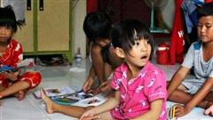 Số phận bất hạnh của 4 đứa trẻ bán vé số bị cha mẹ chối bỏ