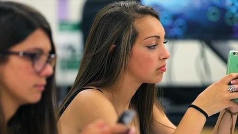 Nhiều quốc gia 'loay hoay' việc cấm hay cho phép dùng điện thoại trong lớp học