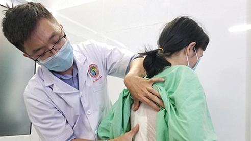 Nữ giới bị viêm dính cột sống dễ bị  chẩn đoán nhầm