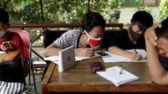 Học sinh 'đổi rác' để có internet học tập trong mùa dịch