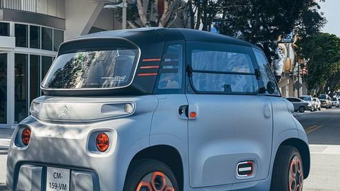 Ô tô điện nhỏ xinh 2 chỗ giá chỉ bằng chiếc xe máy SH đang khiến nhiều bà nội trợ có con nhỏ 'phát cuồng'