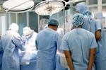 Bệnh viện quận cùng lúc thực hiện 2 kỹ thuật mổ tim phức tạp