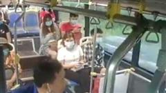 Khách sỗ sàng phun nước bọt phụ xe buýt không xin lỗi, chỉ nộp phạt 300.000 đồng