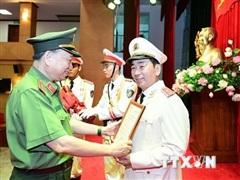 Thăng cấp bậc hàm đối với Thứ trưởng Bộ Công an Trần Quốc Tỏ