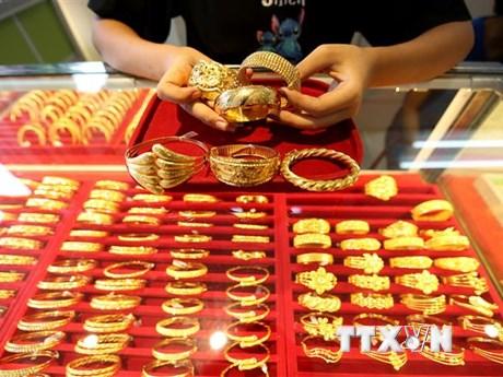 Giá vàng thị trường châu Á chạm mức thấp nhất hơn hai tháng