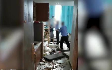 Mất liên lạc với người thuê, chủ nhà kinh hãi khi mở cửa thấy căn phòng ngập rác
