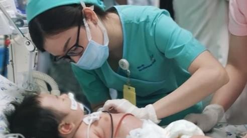 Cứu sống bé 2 tháng tuổi có máu màu chocolate sữa