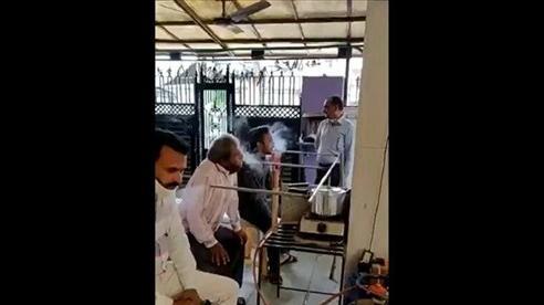 Tranh cãi vụ xông hơi cổ họng để chữa Covid-19 ở Ấn Độ