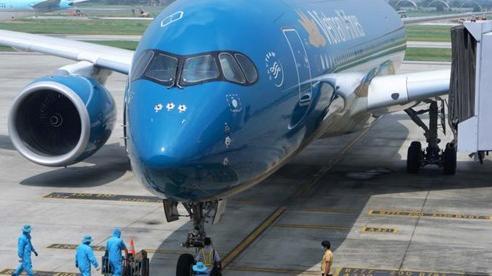 Chuyến bay thương mại quốc tế đầu tiên đưa hơn 100 hành khách về Việt Nam