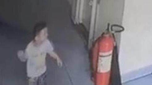 Rơi khỏi lan can tầng 3 chung cư ở Đồng Nai, bé trai 20 tháng tuổi nguy kịch