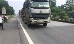 Người đàn ông rớt ô tô xuống đường cao tốc, bị xe tải cán tử vong