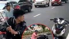 Nhóm thanh thiếu niên vung gậy đập xe sau va chạm giao thông có dấu hiệu phạm 2 tội