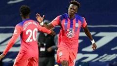 Chelsea hòa kịch tính, Everton vươn lên đầu bảng
