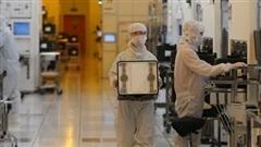 Mỹ trừng phạt nhà sản xuất chip lớn nhất TQ: Vạ lây...