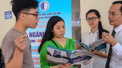 Dự báo điểm chuẩn Trường ĐH Luật Hà Nội có ngành tăng ít nhất 1,5 điểm