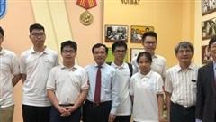 Lần đầu tiên học sinh lớp 10 Việt Nam giành huy chương vàng Olympic Toán học quốc tế