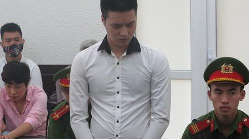 Nhân viên quán bar đâm chết người gạ quan hệ đồng tính