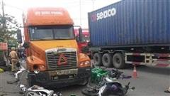Xe đầu kéo tông liên tiếp hàng loạt xe máy trên đường, 6 người nhập viện cấp cứu