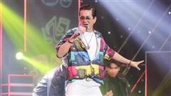 Ca sĩ 62 tuổi làm thợ may hát hay y chang Nguyễn Hưng
