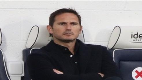 Dàn sao Chelsea sững sờ nhìn Lampard nổi điên với 'tội đồ' vì thói vô kỷ luật