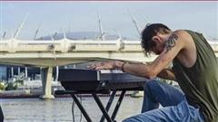 Nghệ sĩ người Nga lập kỷ lục chơi đàn liên tục trong 50 giờ đồng hồ