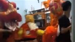 Clip: Đội lân xông vào nhà nhảy múa, cảnh tượng sau đó mới khiến gia chủ kinh hãi