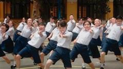 Đức Phúc miệt mài tập nhảy trong MV mới