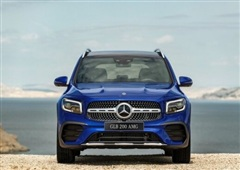 Bảng giá xe Mercedes-Benz mới nhất tháng 10/2020:  SUV 7 chỗ đầu tiên của Mercedes ra mắt tại Việt Nam