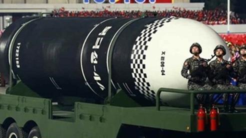 Tên lửa ICBM Triều Tiên sánh ngang Mỹ