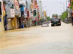 Nước lũ liên tục dâng cao tại Thừa Thiên - Huế