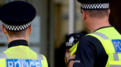 Anh: Bắt giữ 31 đối tượng nghi lạm dụng trẻ em qua mạng