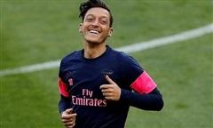 Mesut Ozil lĩnh hơn 10 triệu USD tiền thưởng