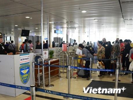 Chây ỳ nộp phạt vi phạm, một hành khách bị cấm bay 12 tháng