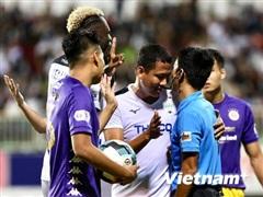 HLV HAGL phàn nàn trọng tài sau trận thua đậm Hà Nội FC trên sân nhà