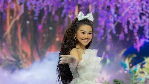 Chị đẹp Thanh Hằng hóa công chúa ngọt ngào, 'hack tuổi' như gái 18