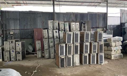 Cảnh sát kinh tế Công an TPHCM bắt 3 xe tải chở lượng lớn hàng lậu