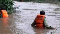 Đi qua đập tràn, một người bị nước cuốn mất tích