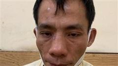 Hà Nội: Mặc áo mưa khi trời không mưa, gã đàn ông bị phát hiện mang theo ma tuý khi gặp 'chốt' 141