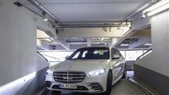 Công nghệ đỗ xe tự động sẽ được tích hợp trên xe hãng Mercedes-Benz